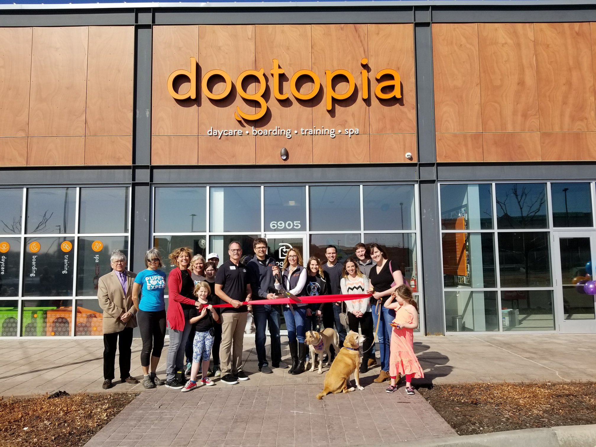 Couple opens first Dogtopia in Kansas